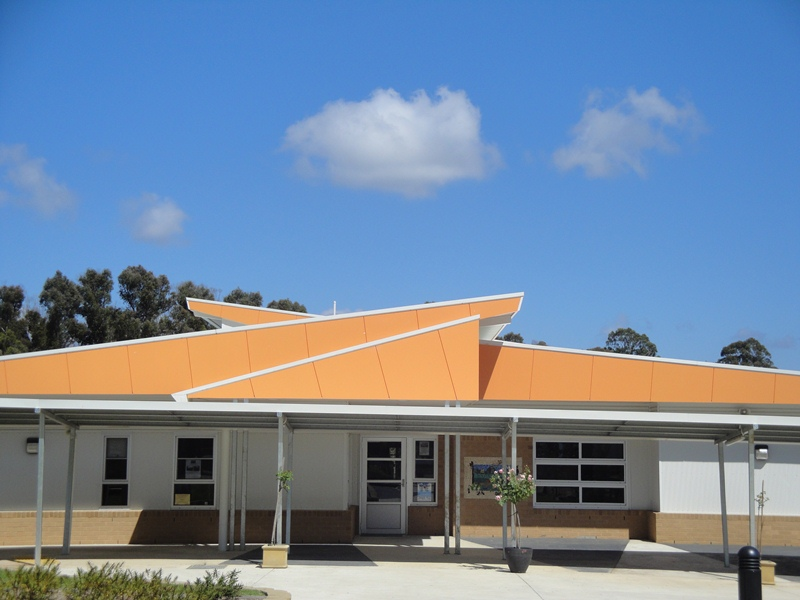 Middle Kinglake School....Ready To Move in,  February 2011